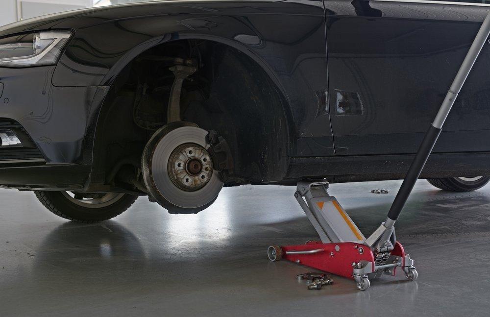 Low profile jack for brake change