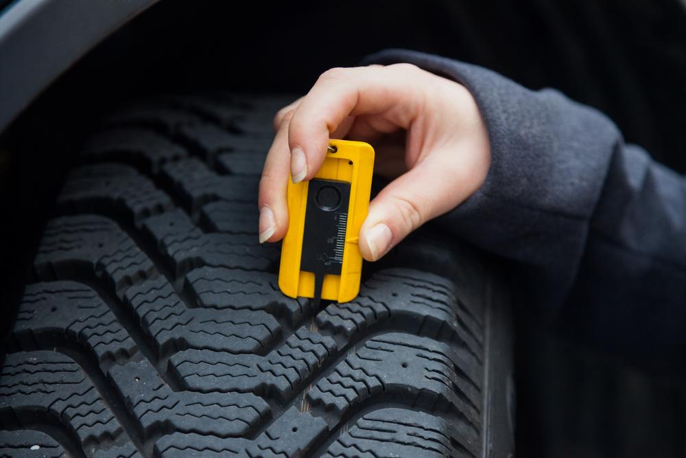 demonstration of tire tread depth checker
